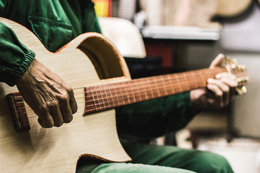 Reportagefotografien eines Gitarrenbauers